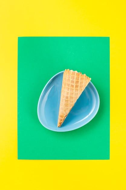 Минималистский мороженое в тарелке Бесплатные Фотографии