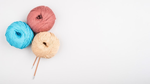 コピースペースを持つ羊毛ボール 無料写真