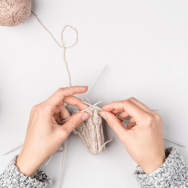 かぎ針編みの女性のトップビュー 無料写真