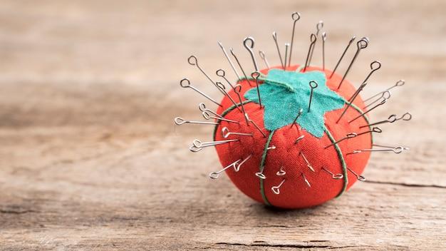 トマトクッションのミシン針 無料写真