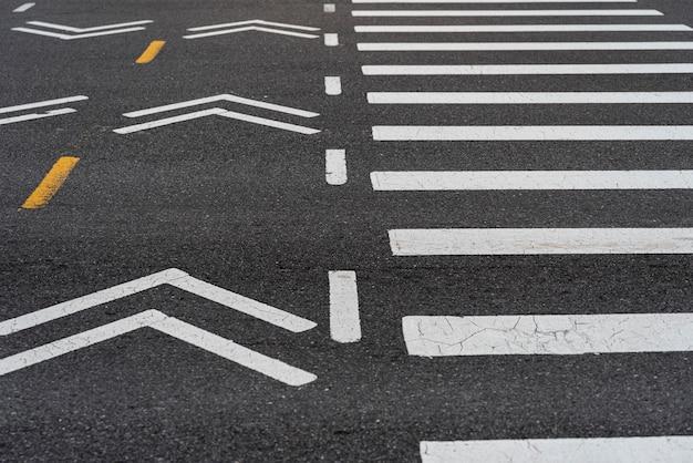 街のクローズアップの横断歩道 無料写真