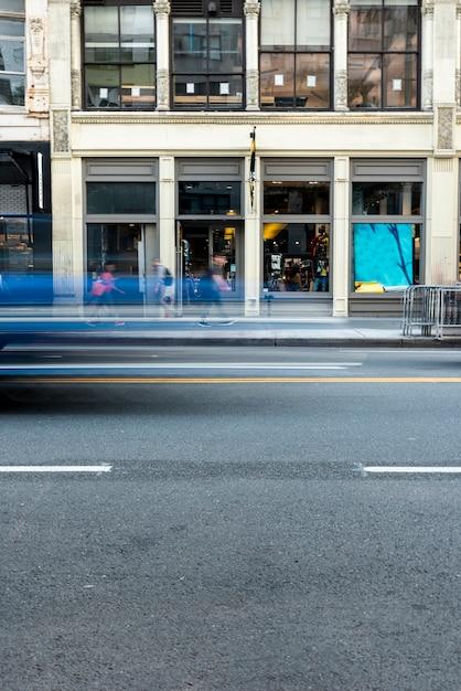 Вид здания и дороги Бесплатные Фотографии