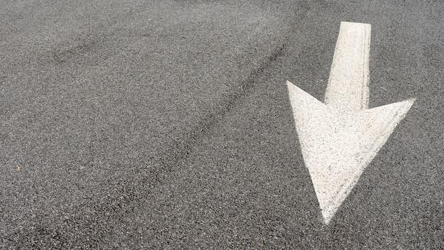 コピースペースを持つストリート矢印看板 無料写真
