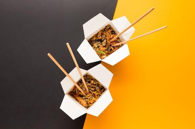 Китайская еда с палочками для еды Бесплатные Фотографии