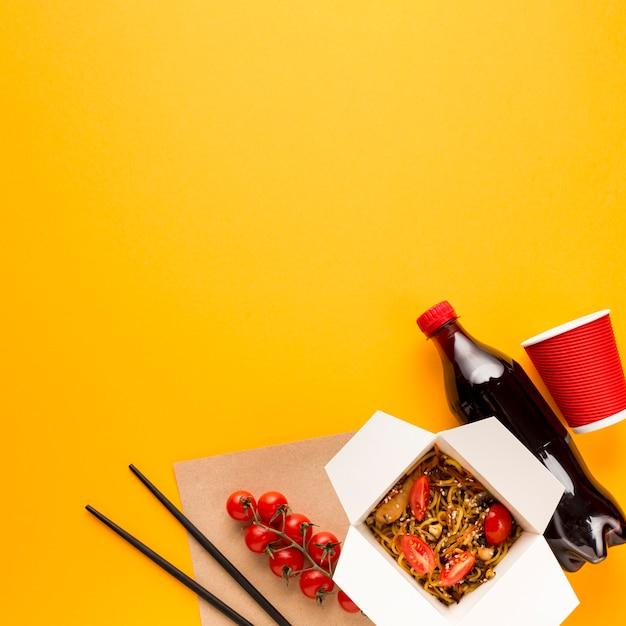 コピースペース箸とトマト 無料写真