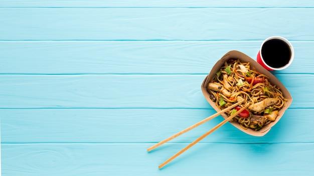 Вид сверху азиатская еда с соком Бесплатные Фотографии