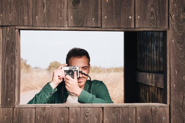 正面の男の写真を撮る 無料写真
