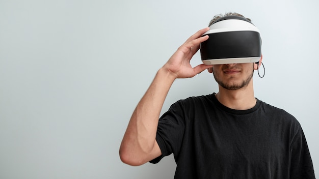 仮想現実の眼鏡をかけているフロントビューティーン 無料写真