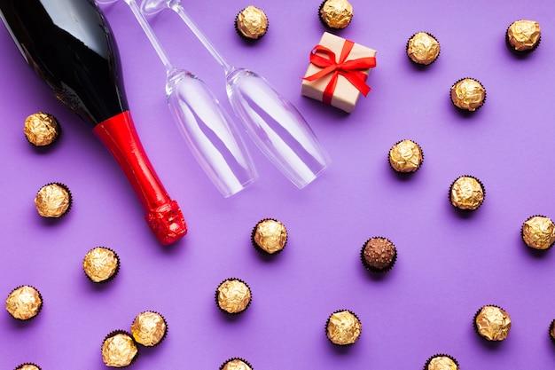 Украшение сверху шоколадом и вином Бесплатные Фотографии