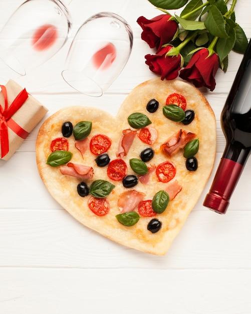 ハート型ピザの平面図配置 無料写真