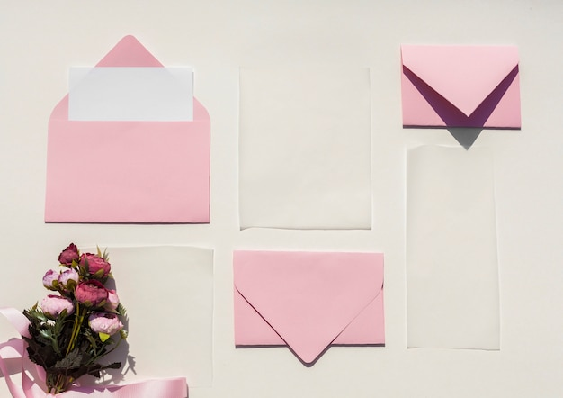 結婚式招待状のフラットレイピンク封筒 無料写真