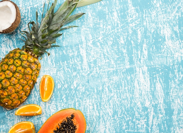 コピースペースの背景を持つエキゾチックなフルーツ 無料写真