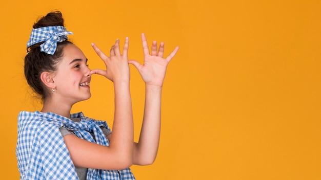 Стильная девушка глупая с копией пространства Бесплатные Фотографии