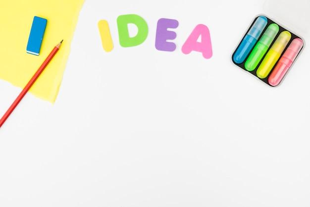 白い背景で隔離のアイデアテキストと工芸品 無料写真