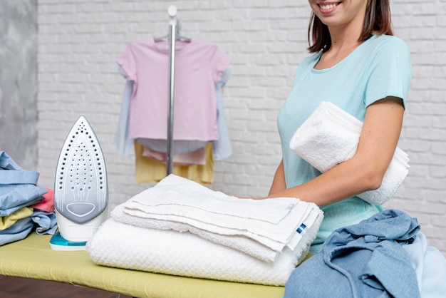 Макро смайлик женщина со сложенным полотенцем Бесплатные Фотографии