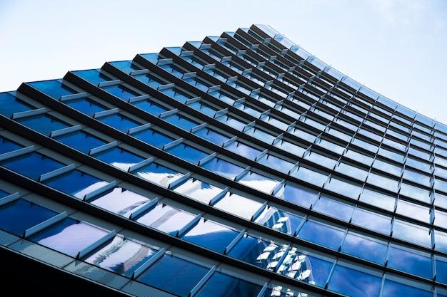 低角度のモダンな都市の建物 無料写真