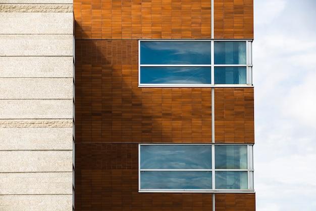 レンガの壁のある建物の眺め 無料写真