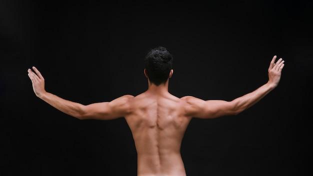 ダンス中に腕を伸ばして認識できないパフォーマー 無料写真
