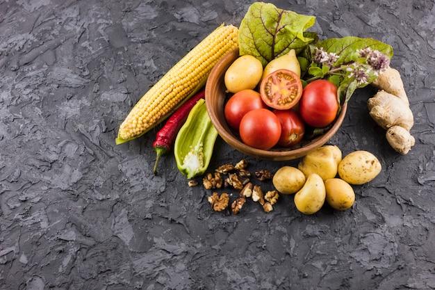 正面図の新鮮野菜のボウル 無料写真