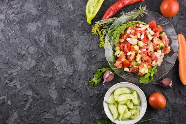コピースペースでおいしいサラダや食材のレイアウト 無料写真