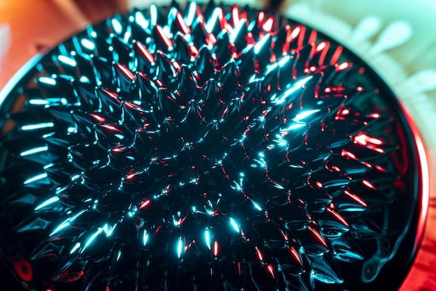 強磁性金属のとがった丸い形 無料写真