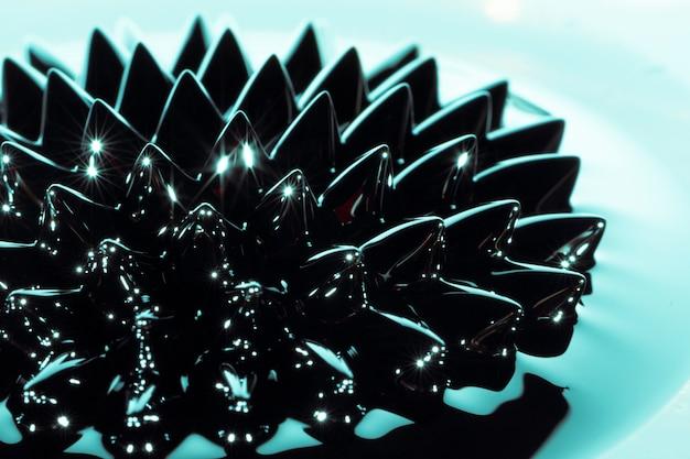 青色のクローズアップ強磁性金属 無料写真