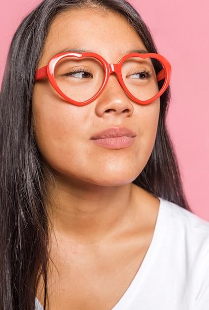 Женщина в очках и глядя Бесплатные Фотографии