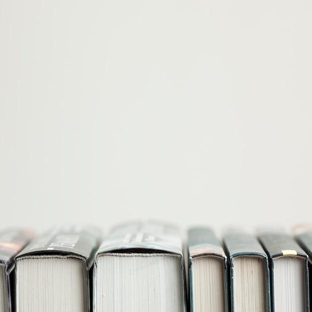 書籍とのクローズアップ配置 無料写真
