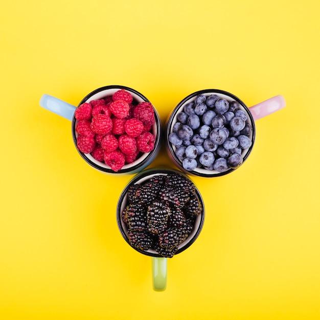 マグカップでおいしい果実のトップビュー 無料写真