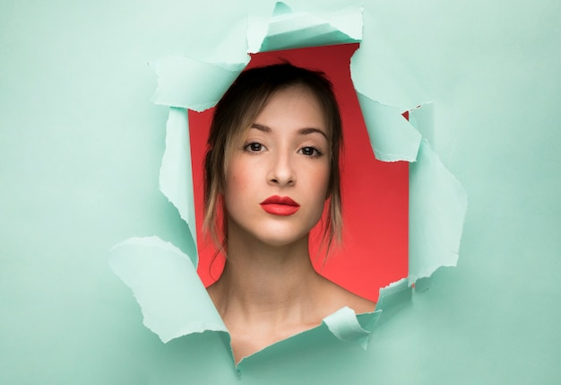 美しい若い女性の肖像画 無料写真