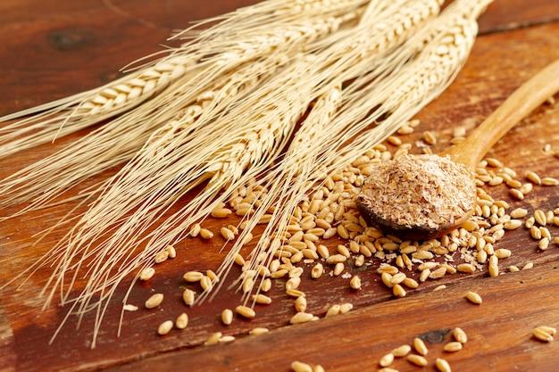 Крупным планом вид пшеницы и семян Бесплатные Фотографии