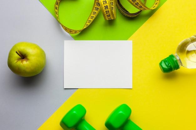 トップビュースポーツ属性と紙のモックアップ 無料写真