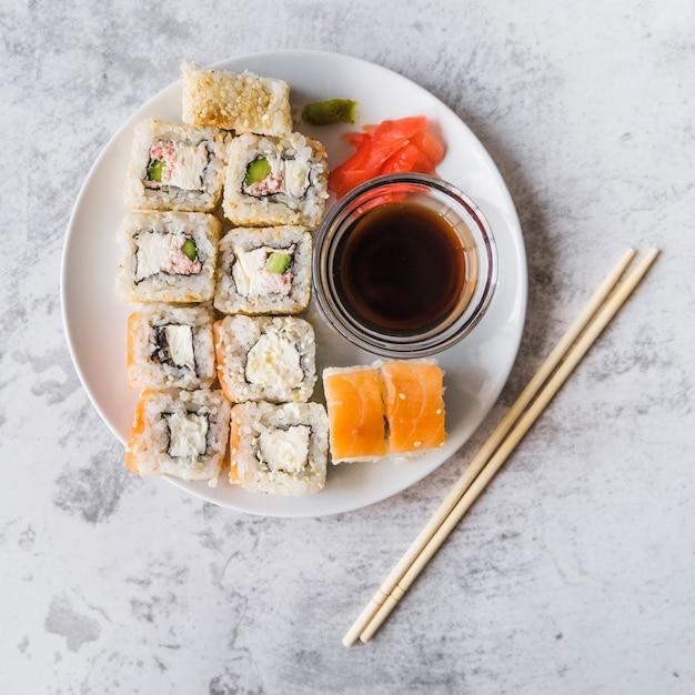 フル寿司プレートの平面図 無料写真