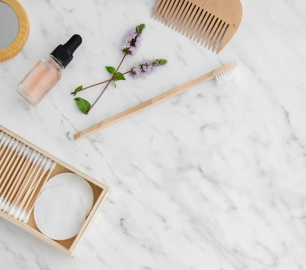 コピースペースを持つフラットレイアウト化粧品フレーム 無料写真