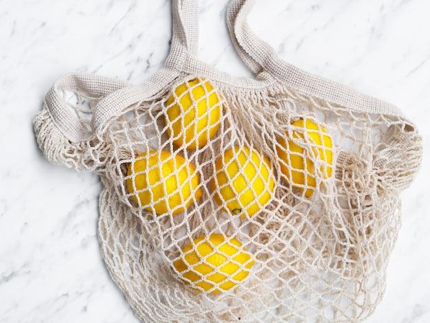 レモンとトップビューコットンネットバッグ 無料写真