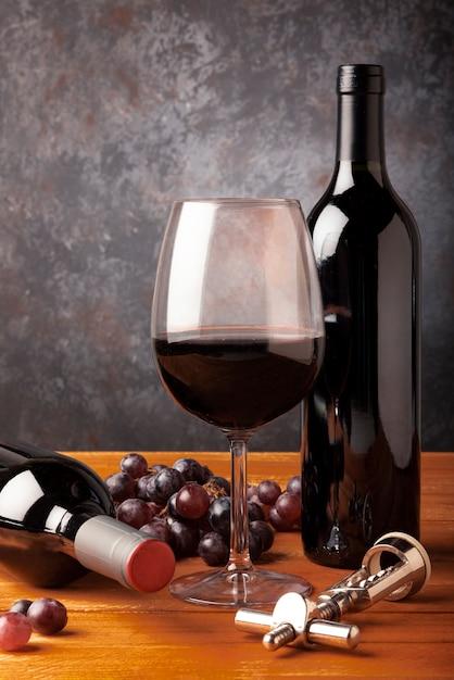 テーブルの上のクローズアップワインの試飲要素 無料写真