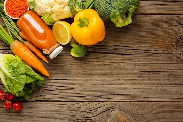 Продовольственные товары на деревянный стол с копией пространства Бесплатные Фотографии