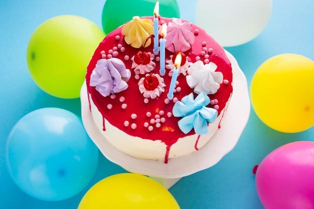 誕生日ケーキのトップビュー 無料写真