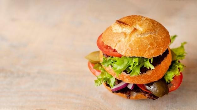 コピースペースでクローズアップハンバーガー 無料写真