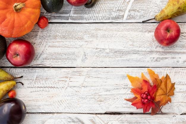 Вид сверху листья и плоды с копией пространства Бесплатные Фотографии