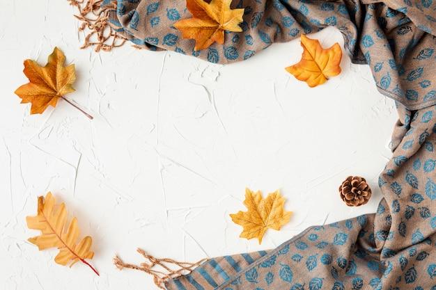 Листья и ткань с копией пространства Бесплатные Фотографии