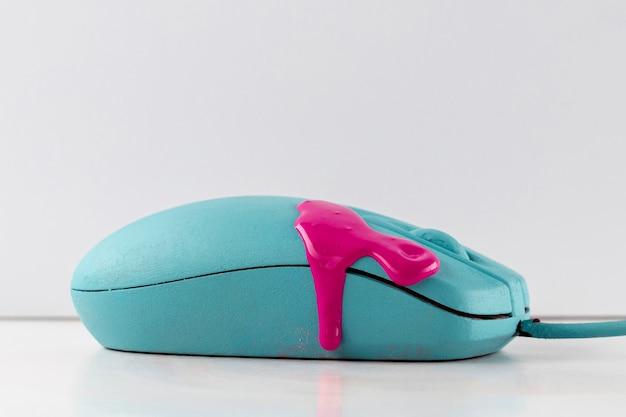 ピンクのペンキを滴下したマウス 無料写真