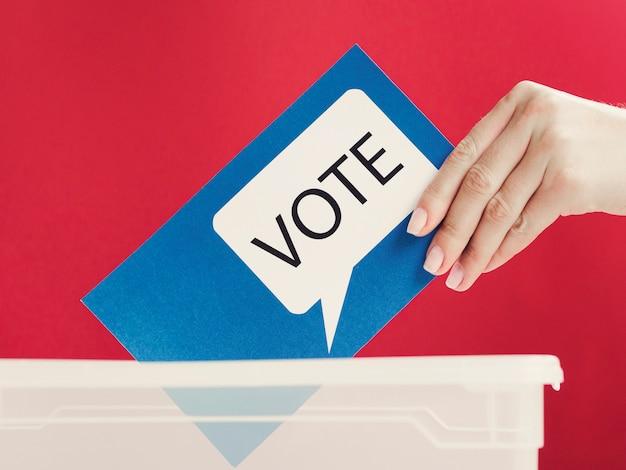 ボックスに吹き出しを投票でクローズアップブルーカード 無料写真