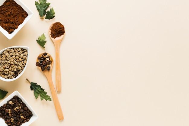 コーヒーとコピースペースの木製スプーン 無料写真