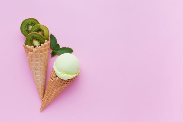 キウイ風味のアイスクリームの平面図 無料写真