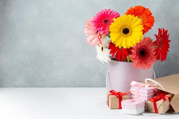 コピースペースを持つガーベラの花 無料写真