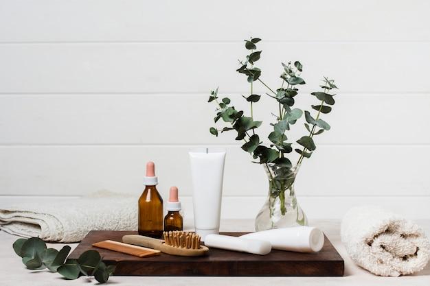 クリームと植物のスパ組成 無料写真