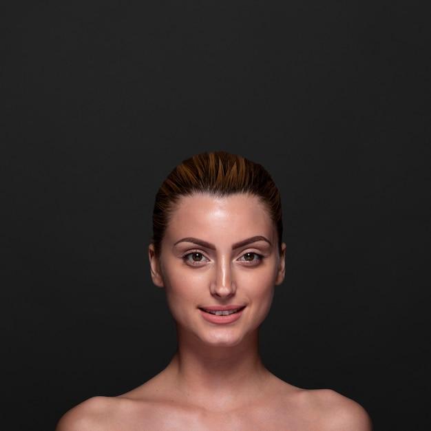Вид спереди смайлик женщина позирует Бесплатные Фотографии