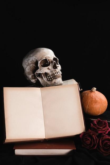 Книжный макет с тыквой и розами Бесплатные Фотографии