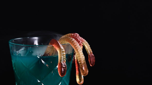 Крупный зеленый напиток с желе червями Бесплатные Фотографии